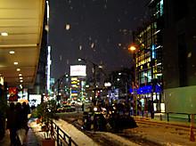 ホントスゴい雪でしたねェ…(上野駅前)