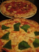 月曜日火曜日はピザ半額もあります!