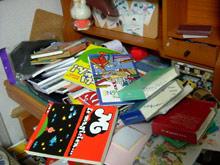 私の机がー!