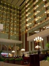 ホテルは4月からオープン