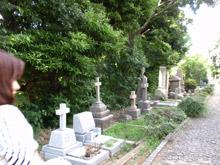 酷暑の墓地