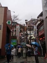 雨でも映える石段街